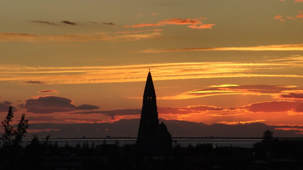 midnight sun and Hallgrimskirkja